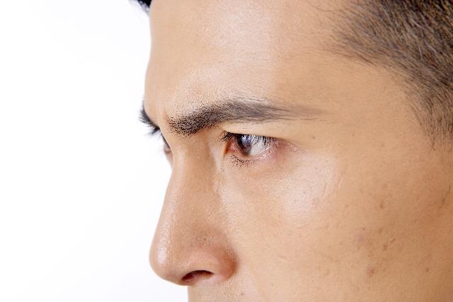 男性 横顔 鼻