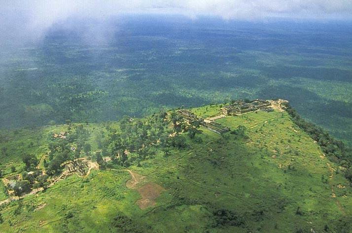 カンボジアにもあった!天空の遺跡「プレアヴィヒア寺院」【世界遺産】