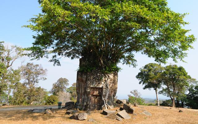 出典:http://krorma.com/listing/preah-vihear_preah-vihear-temple/