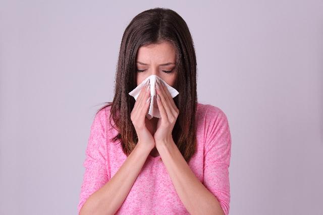 花粉症ならワセリンを鼻と目の周りに塗ろう‼ヴァセリンとの違いは?