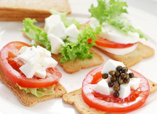 「メルバトースト」名前の由来と作り方!余ったパンで簡単・保存食に!