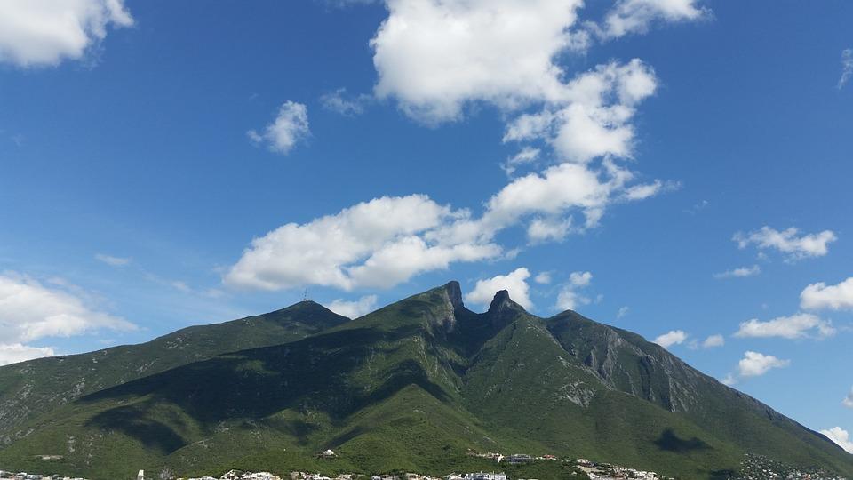 山の日は8月11日固定で、海の日が7月第3月曜日な理由!
