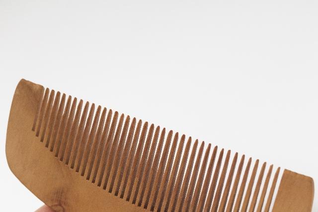 木櫛のお手入れ方法!ほこりや汚れは歯ブラシで!水洗いは絶対NG!!